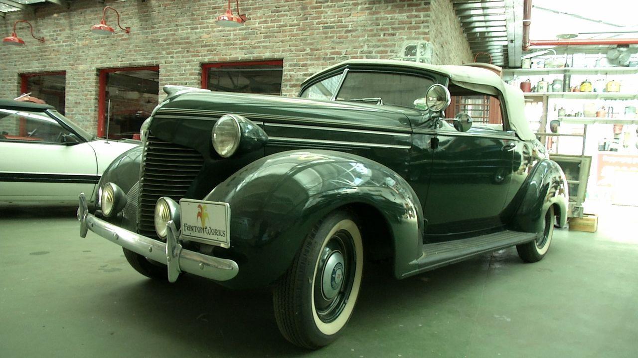 Neuer Job für die Werkstatt-Profis: Der rare 1939er Hudson Coupe-Convertible von Oldtimer-Liebhaber Mike soll in seinen Originalzustand gebracht wer... - Bildquelle: New Dominion Pictures LLC.