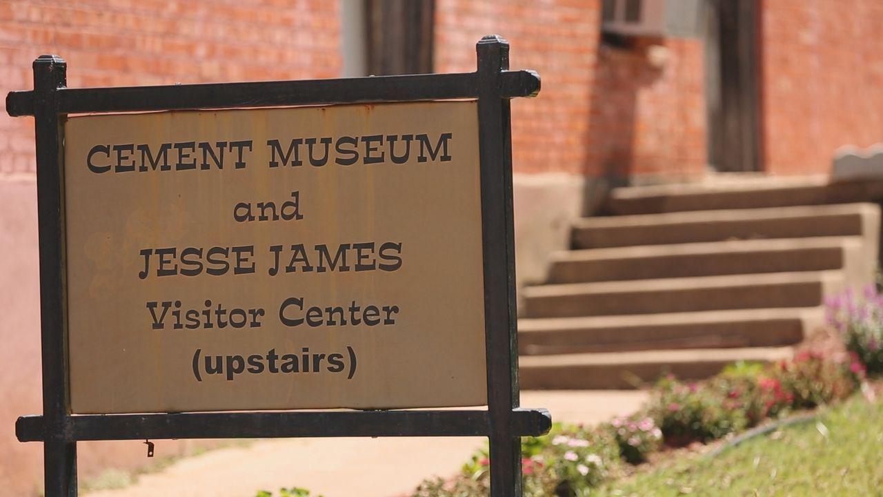 Josh Gates widmet sich der Legende des Banditen Jesse James. Von ihm soll irgendwo noch immer ein verlorener Schatz vergraben sein. Vor allem die St... - Bildquelle: 2015, The Travel Channel, L.L.C. All Rights Reserved.