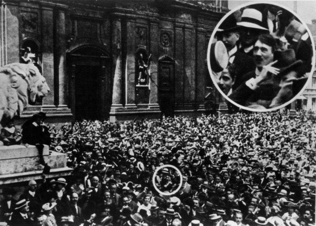 Der junge Adolf Hitler wird Ende 1918 aus dem Militärkrankenhaus entlassen und kehrt in die bayerische Landeshauptstadt München zurück. - Bildquelle: Archivio Mondadori Mondadori / Getty Images