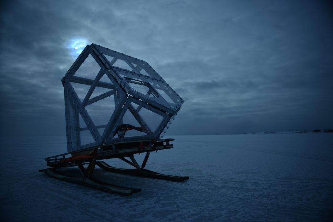 """Eine bärensichere Kamerakonstruktion, der """"Eiswürfel"""", erleichtert Gordon Buchanan seine Arbeit und bietet einzigartige Momentaufnahmen ... - Bildquelle: Gordon Buchanan"""
