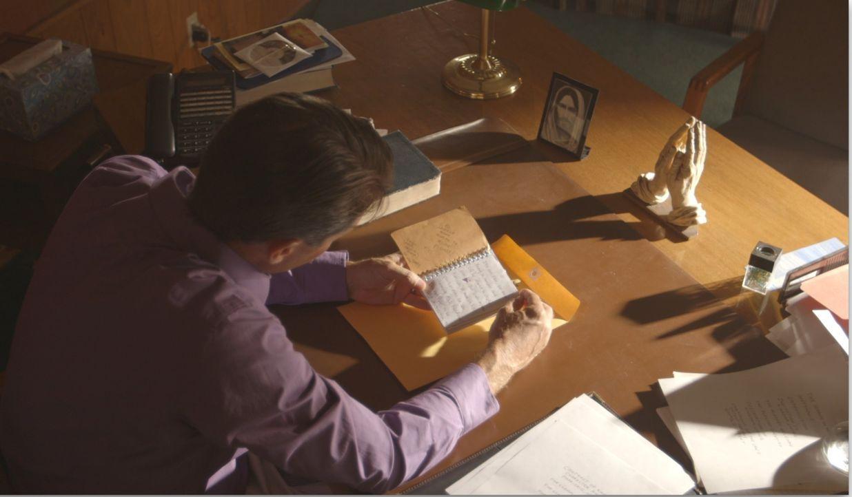 Pastor Jerry (Foto) aus Camden in Missouri findet ein Notizbuch, in dem Clara Hector ihm ihre sexuellen Fantasien und Bessenheit offenbart. Schweren... - Bildquelle: LMNO Cable Group