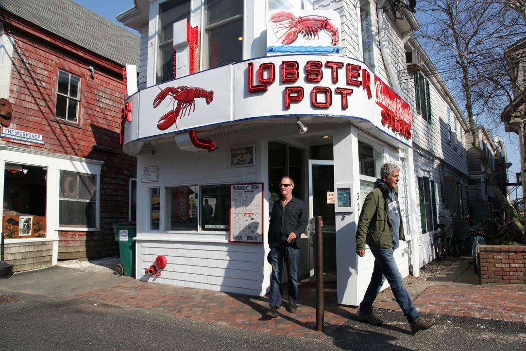 Geht auf kulinarische Entdeckungstour nach Massachusetts: Anthony Bourdain (r.) ... - Bildquelle: 2014 Cable News Network, Inc. A TimeWarner Company All rights reserved
