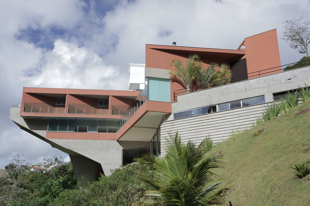Gummi-Haus in Madrid und Klippen-Haus in Schottland - Bildquelle: 2013, HGTV/ Scripps Networks, LLC. All Rights Reserved.