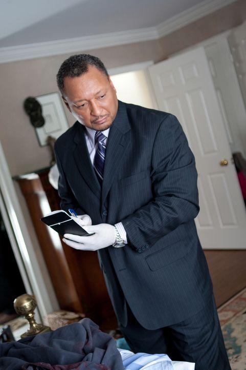 Detective Oliver Garvey (Donovan Harty) ermittelt, als ein Aktivist, der sich gegen Kriminalität eingesetzt hat, ermordet aufgefunden wird ... - Bildquelle: Darren Goldstein Cineflix 2008