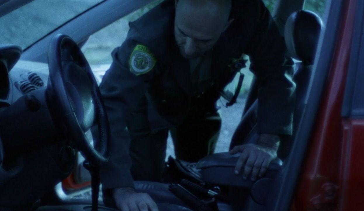 Im Auto der vermissten  17-jährigen Jessica Dishon findet die Polizei einer ihrer Schuhe, ihre Handtasche und auf dem Handy-Display ist die unvollst... - Bildquelle: A&E Networks