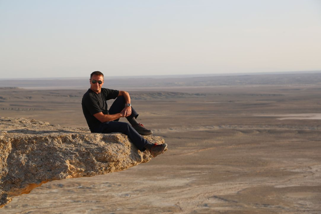 Als erster Westeuropäer darf Tom Waes in Turkmenistan offiziell eine Reisedokumentation drehen. Doch was er dort erlebt, ist ein Kontrollstaat mit e... - Bildquelle: 2013 deMENSEN