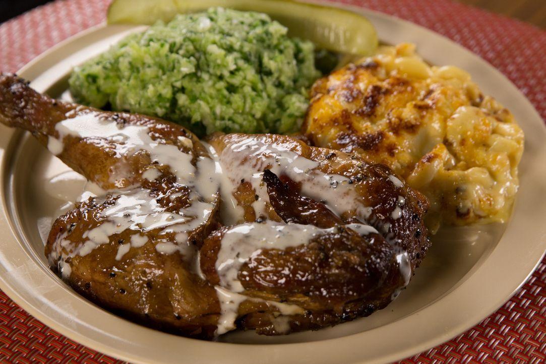 Andrew Zimmern stellt uns die Must-Haves an Speisen in Birmingham, Alabama, vor. Die Stadt im Süden der USA zelebriert die Soul-Food-Klassiker wie f... - Bildquelle: 2016, The Travel Channel, L.L.C. All Rights Reserved.