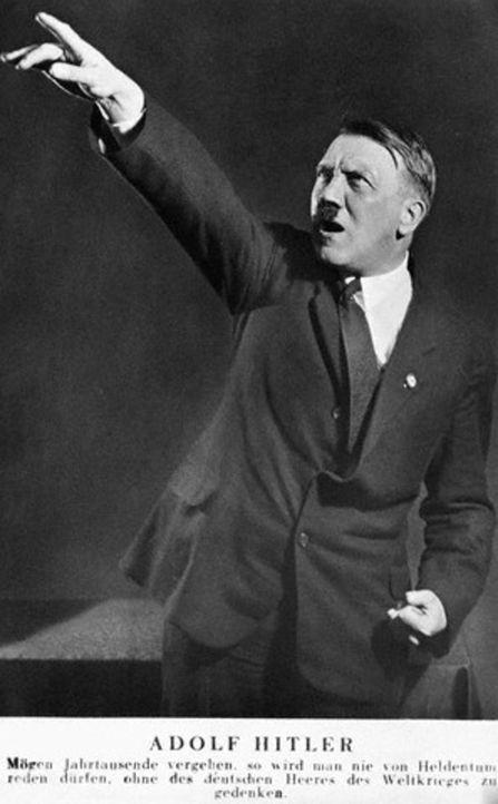 """Während des Gefängnisaufenthalts in Landsberg schreibt Adolf Hitler sein politisch-ideologisches Buch """"Mein Kampf"""". Nach nur neun Monaten kommt er a... - Bildquelle: Bettmann/CORBIS"""