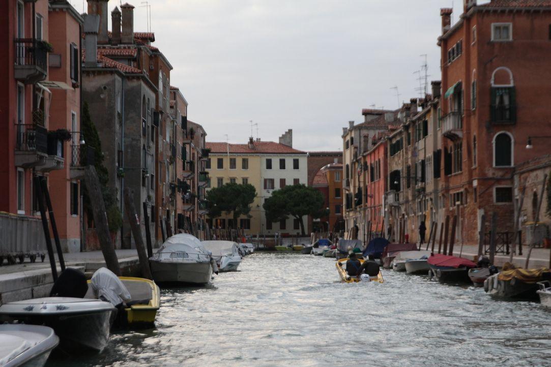 Andrew Zimmern genießt in Venedig hauchdünnes Rinder-Carpaccio, saftigen Tir... - Bildquelle: 2016,The Travel Channel, L.L.C. All Rights Reserved