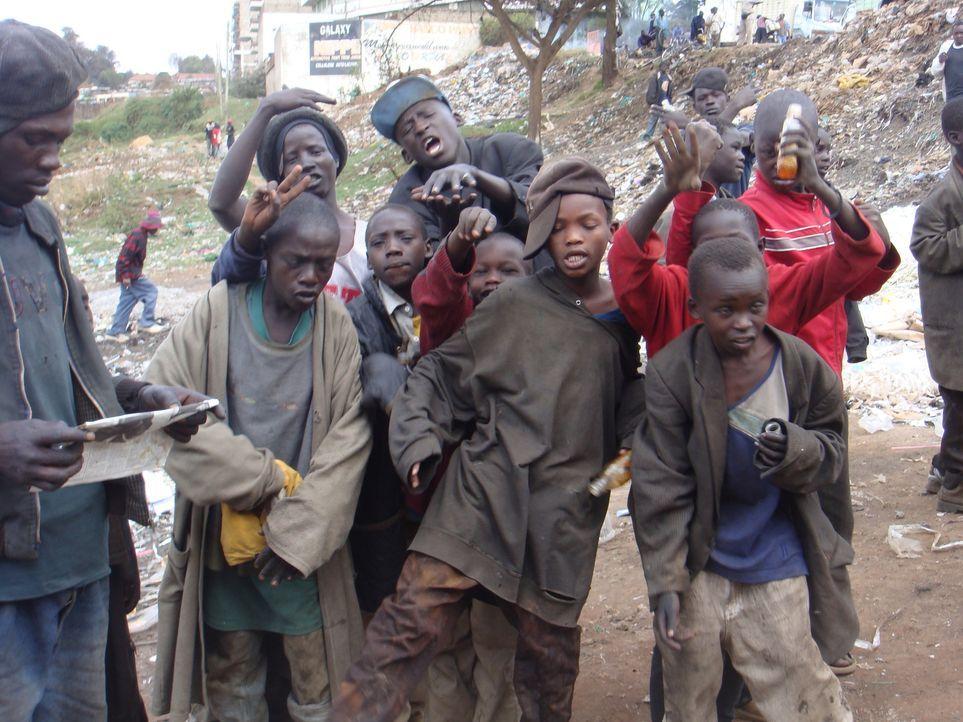 Selbst die Jüngsten gelangen in den Sog der Sekte ... - Bildquelle: IMG Entertainment 2008