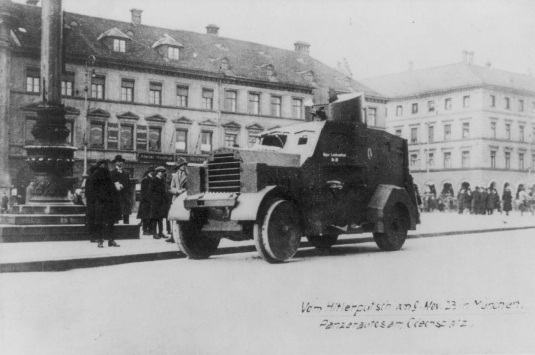 Am Morgen des 9. November versuchte Hitler mit einem Marsch auf die Münchner Feldherrnhalle, die Staatsgewalt an sich zu reißen. Der Aufstand wurde... - Bildquelle: Library of Congress