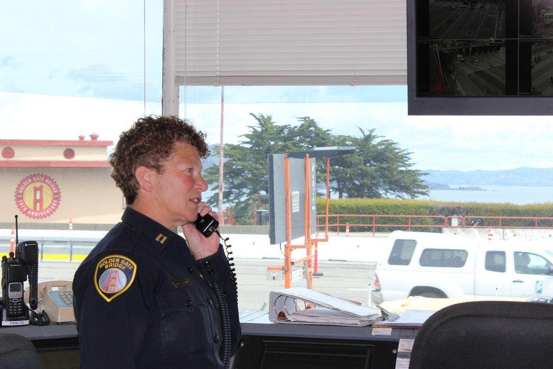 Täglich patrouillieren Polizistenteams über die Golden Gate Bridge. Sowohl mit dem Auto, als auch mit Fahrrädern - Captain Lisa Locati und ihre Koll... - Bildquelle: Indigo Films/ DCL