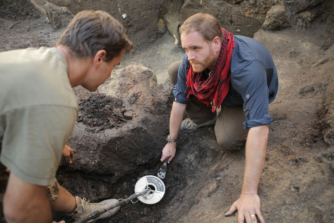 In Ungarn und der Türkei schließt sich Josh Gates (r.) Archäologen an, die schon lange versuchen, das Herz des Sultan Süleyman der Prächtige zu find... - Bildquelle: 2015,The Travel Channel, L.L.C. All Rights Reserved