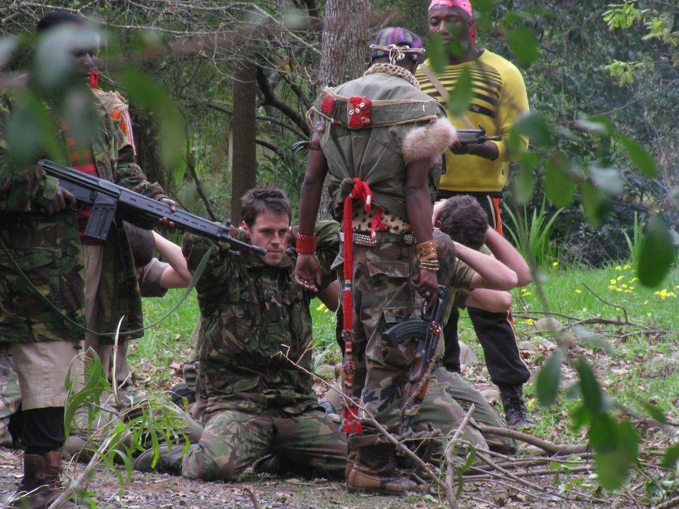 """In dieser Folge zeigt """"Spezialeinheiten im Einsatz"""", auf welche Weise 150 britische Soldaten in Sierra Leone im Jahr 2000 Geiseln aus zwei von Rebel... - Bildquelle: James Leigh 2008 DANGEROUS FILMS"""