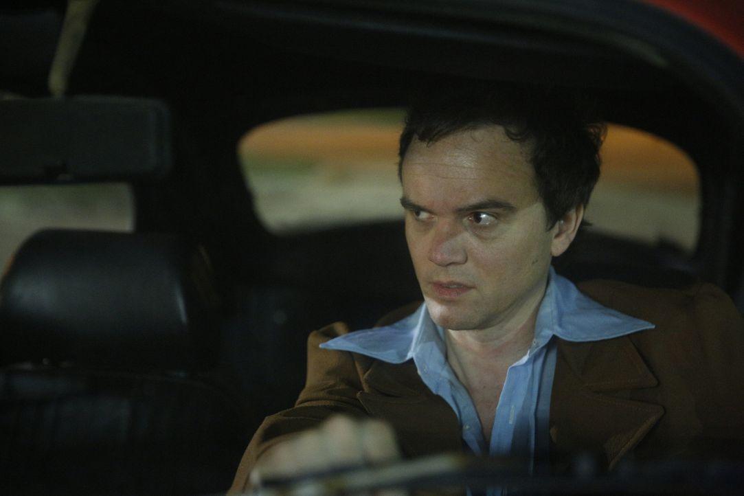 Auf der Suche nach seinem nächsten Opfer fährt Ted Bundy mit seinem VW Käfer durch die Straßen. In der Regel würgte er seine Opfer bis zur Bewusstlo... - Bildquelle: 2015 AMS Pictures All Rights Reserved