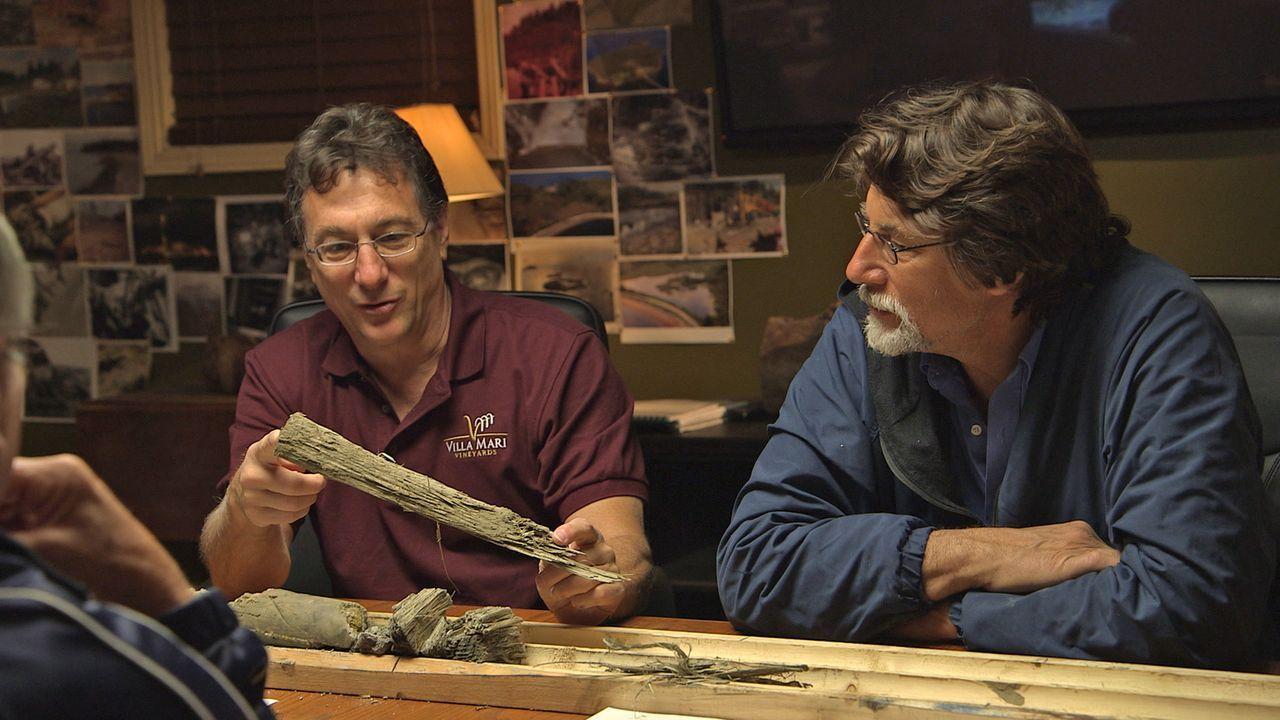 (2. Staffel) - Oak Island hält für die Brüder Marty (l.) und Rick Lagina (r.) weiterhin einige Geheimnisse bereit ... - Bildquelle: 2014 A&E Television Networks, LLC. All Rights Reserved/ PROMETHEUS ENTERTAINMENT