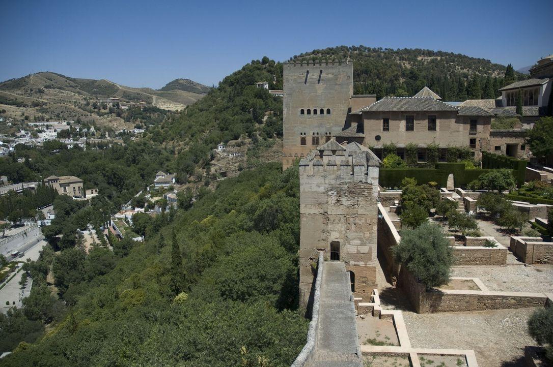 Die Alhambra entstand im Jahre 1238, als sich der maurische Sultan Muhammad I nach Granada transferierte, um seine Familie dort in einer sicheren Ba... - Bildquelle: 2008 Darlow Smithson Productions Ltd, an IMG Entertainment Company. Parallax Film Productions Inc.