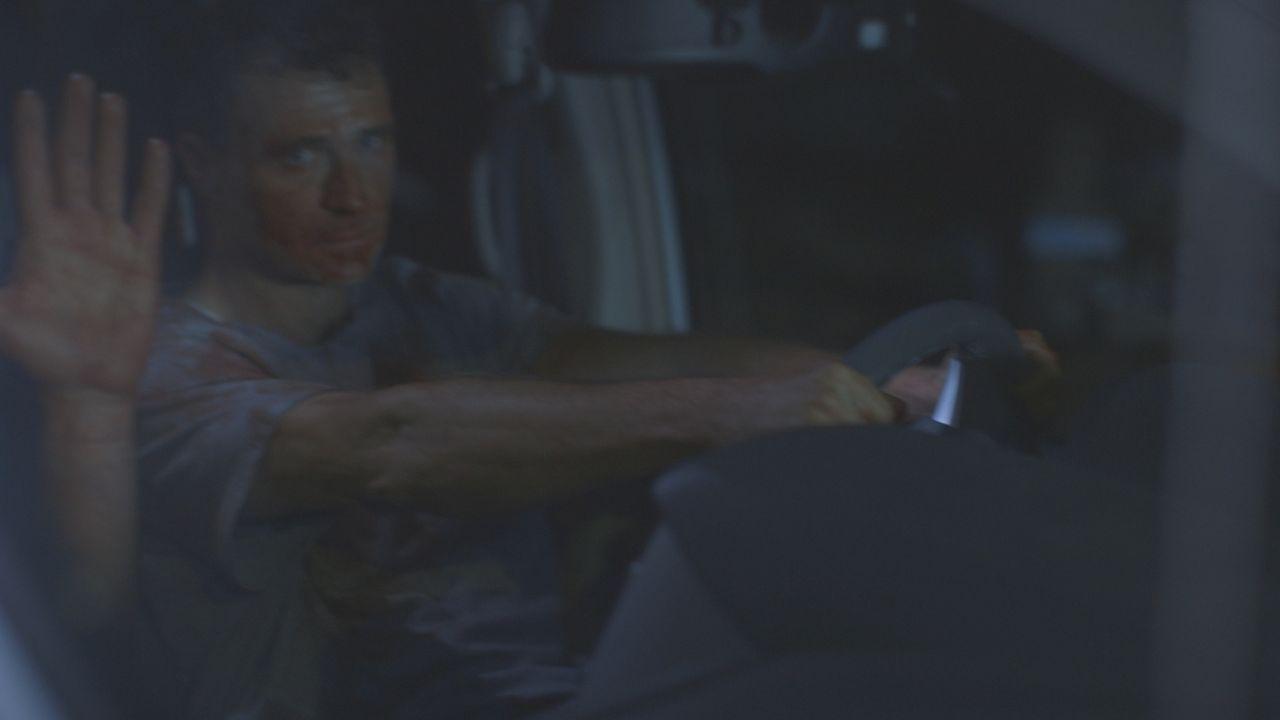Gary McAvoy (Foto) und Joseph Reilly werden blutverschmiert von der Polizei aufgegriffen. Haben sie den Wissenschafter Dr. Eugene Mallove getötet? - Bildquelle: LMNO Cable Group