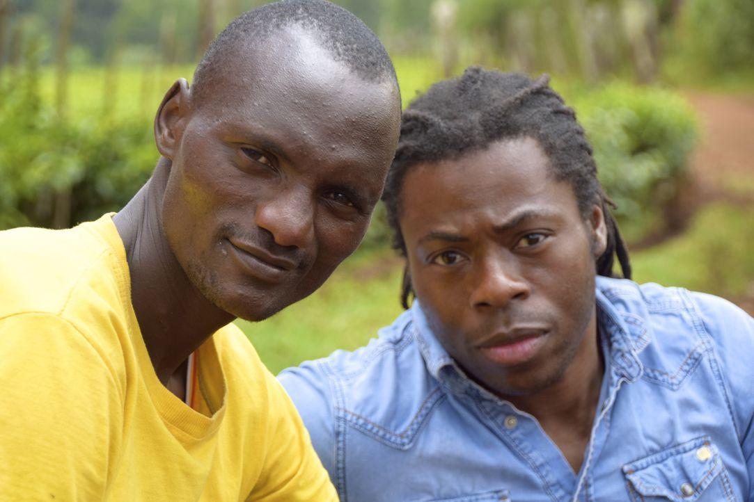 Reporter Ade Adepitan (r.) reist nach Kenia, um dort in die Welt des Leistungssports einzutauchen und die Wahrheit über Doping und Korruption in Zus... - Bildquelle: Quicksilver Media