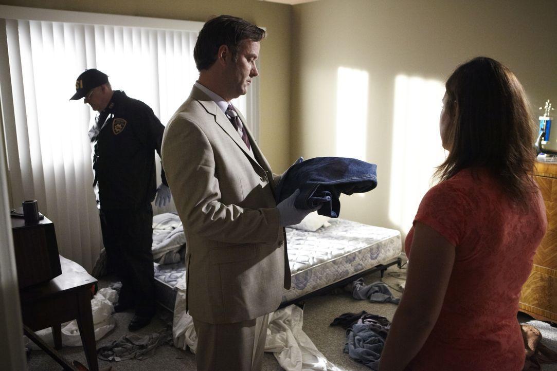 Als die Polizei den Mordfall an Wayne und Sharmon Stock aus Murdock, Nebraska untersucht, finden sie im Zimmer des Verdächtigen Nick Sampson eine bl... - Bildquelle: Ian Watson Cineflix 2011