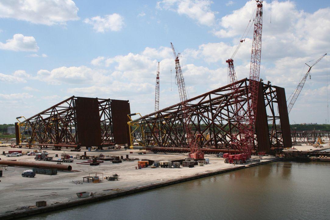 Auf besonderen Maschinenfriedhöfen werden die gigantischen Bohrinseln und Plattformen zerlegt und entsorgt. - Bildquelle: PMF/Klaire Markham