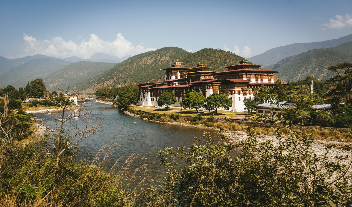 Das kleine Königreich Bhutan im Himalaya ist das Zuhause der glücklichsten Menschen der Welt. Bill Weir reist dorthin, um herauszufinden, wie lange... - Bildquelle: Philip Bloom 2016 Cable News Network. A Time Warner Company. All Rights Reserved.
