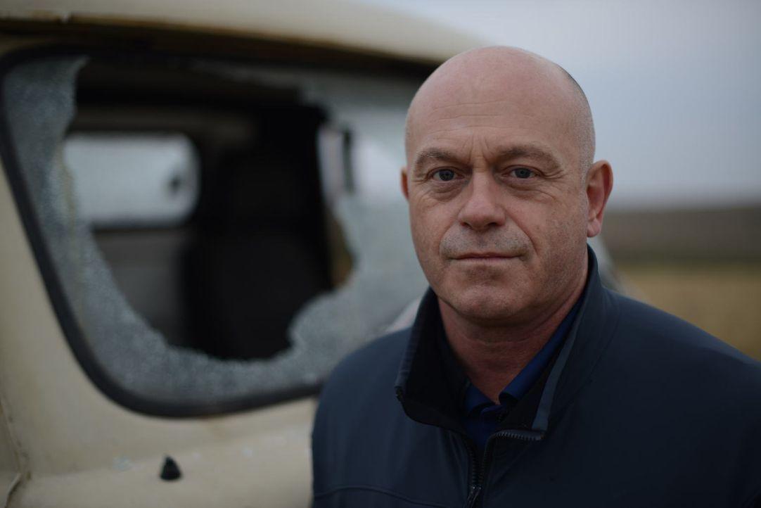 In der Ukraine wird Ross Kemp Zeuge von Machtdemonstrationen rechter Aktivisten und besucht die Azov Bataillon, eine rechte Milizarmee ... - Bildquelle: Freshwater Films Ltd 2015