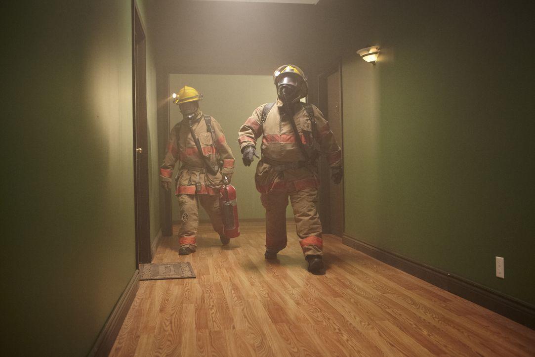 Als Feuerwehrleute die Tür einer Wohnung in Bostons South End aufbrechen, entdecken sie ein Feuer im Ofen und die Leiche der 18-jährigen Mutter Amy... - Bildquelle: Ian Watson Cineflix 2013