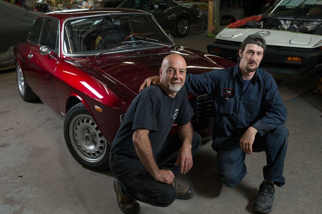 """In der Garage """"The Guild of Automotive Restorers"""" finden sich allerhand Prachtstücke auf vier Rädern, die die Werkstatt-Künstler mit viel Leidenscha... - Bildquelle: Joe Wiecha"""