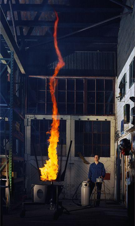 Ein 12 Meter hoher Feuerwirbel: Verrückte Maschinen entfachen den Erfindergeist. - Bildquelle: Courtesy Half Yard Productions