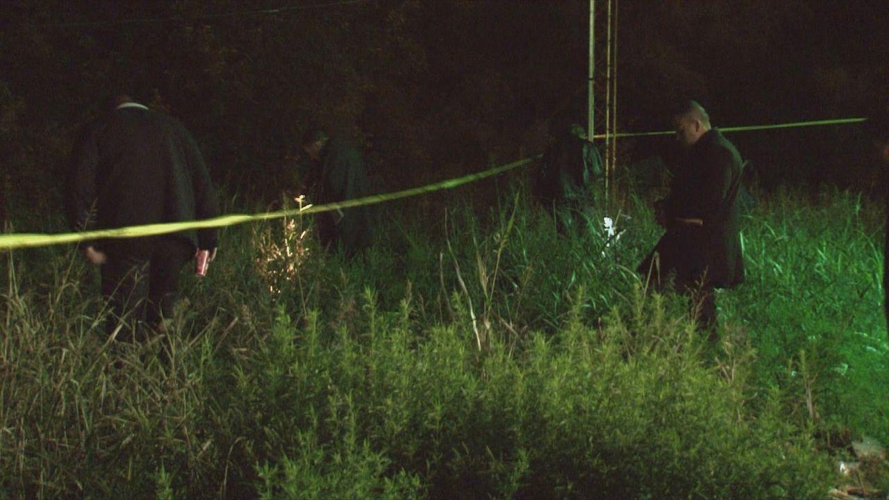 Ermittler auf Beweisjagd: Die ersten 48 Stunden nach einem Verbrechen sind oft entscheidend für die Klärung von Mordfällen und anderen schweren Stra... - Bildquelle: 2013 A&E Television Networks, LLC.