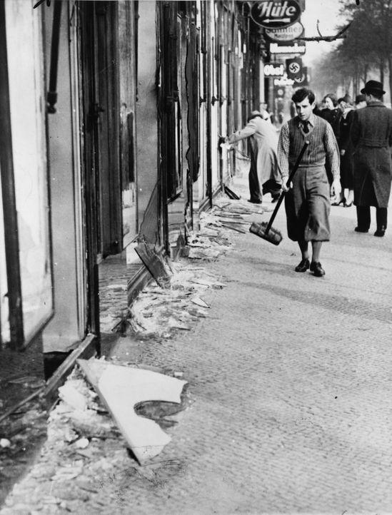 9. November 1938: Reichskristallnacht - vom nationalsozialistischen Regime organisierte und gelenkte Gewaltmaßnahmen gegen Juden im gesamten Deutsch... - Bildquelle: Library of Congress