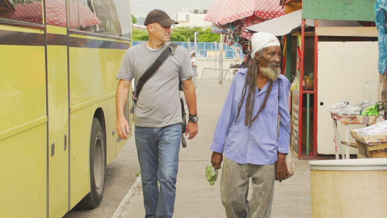 Für seine neueste Kaffeegetränk-Erfindung reist Todd (l.) nach Jamaika. Dort findet er den berühmten Blue Mountain Kaffee. Nebenbei erkundet er die... - Bildquelle: 2015, The Travel Channel, L.L.C. All Rights Reserved.