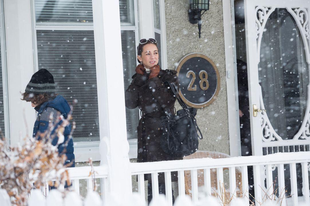 Schön und berechnend: Lisa Robinson gibt sich als warme Ehefrau und Mutter. Doch in Wahrheit ist sie eine intrigante Serien-Erpresserin und will das... - Bildquelle: Darren Goldstein Cineflix 2014