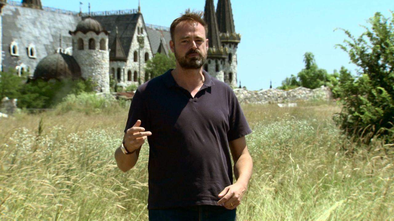 Reporter Jamie Theakston reist heute quer durch Europa, um der Legende des Vampirs auf den Grund zu gehen. Gibt es tatsächlich eine Verbindung zwisc... - Bildquelle: TCB Media Rights Ltd..