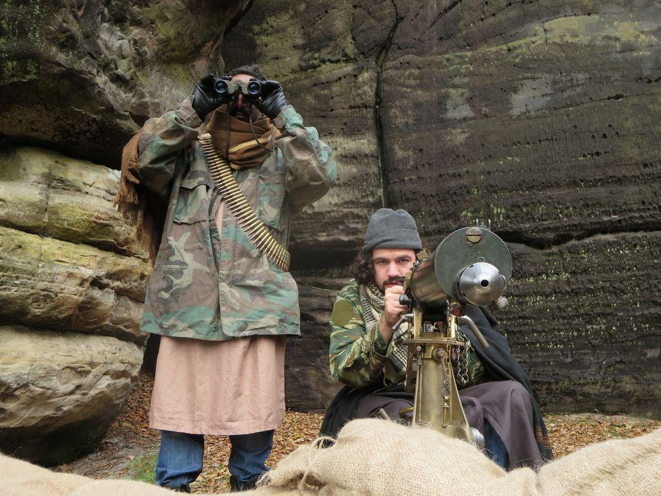 Eine Gruppe Terroristen kontrolliert in Kurdistan einen hügeligen Landstrich... - Bildquelle: WMR