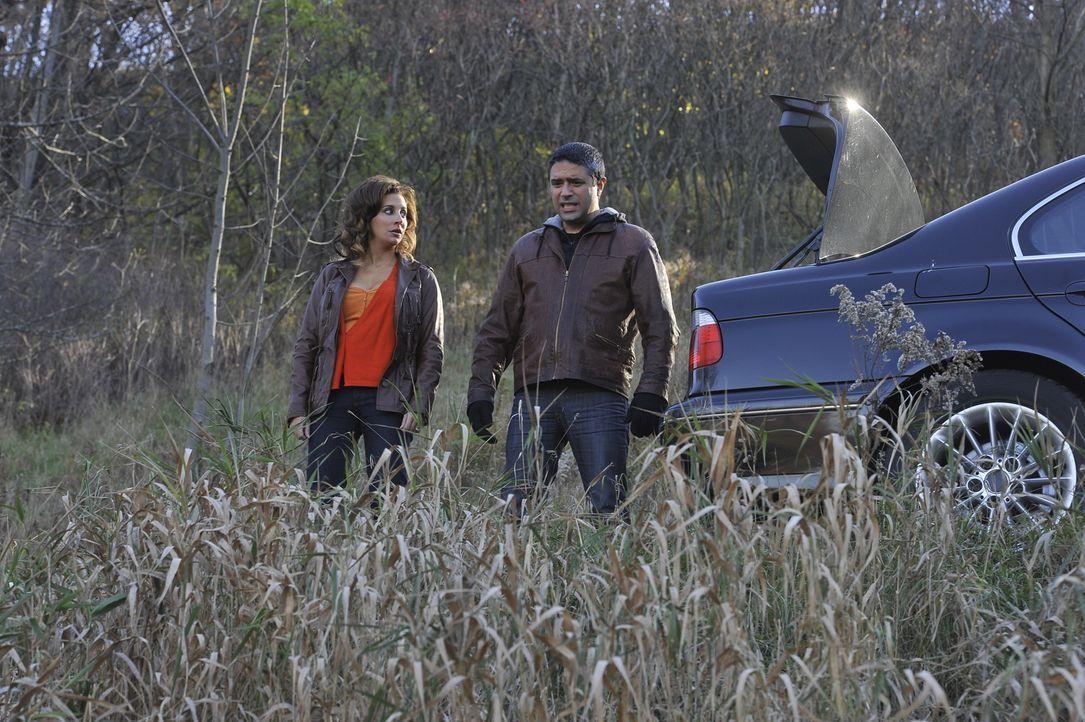 Haben Jamila (Lisa Summers, l.) und Mohammed M'Barek (Bruno Marino, r.) den Grafen auf dem Gewissen? - Bildquelle: Jag Gundu Cineflix 2012