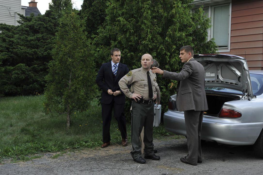 Können die Detectives Ward (Eric Jeddry, r.) und Christenson (Chase Montgomery, l.) den Mörder einer 24-jährigen ermitteln? - Bildquelle: Jag Gundu Cineflix 2012