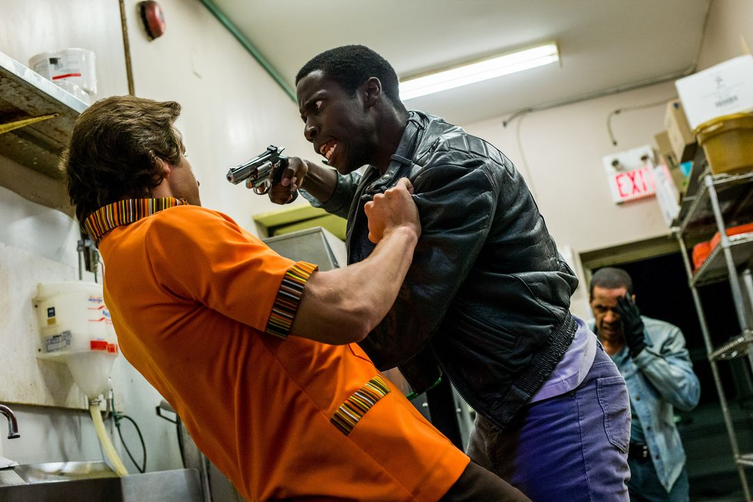 Schock am Feierabend: Kurz vor Ende seiner Schicht in einem Fast-Food-Restraurant in Kilgore, Texas, kommen mehrere bewaffnete Männer über die Hinte... - Bildquelle: Darren Goldstein Cineflix 2014