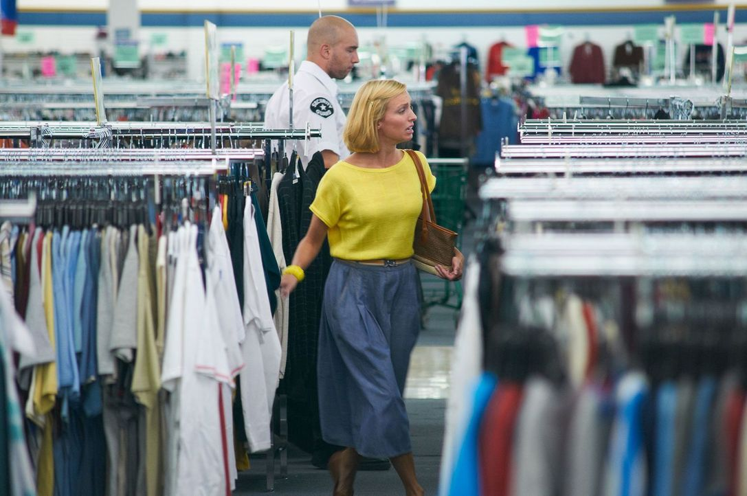 Eine Mutter in Panik: Als im Kaufhaus plötzlich ihr sechsjähriger Sohn Adam verschwindet, befürchtet Reve Walsh (Jennifer Fullerton) bereits das Sch... - Bildquelle: Steven Lungley Cineflix 2011