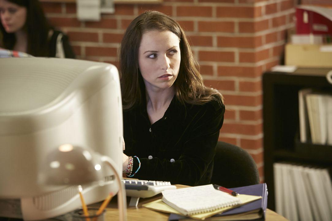 Wurde einer ihrer Artikel der jungen Journalismus-Studentin Brook Baker (Alysa King) zum Verhängnis? - Bildquelle: Ian Watson Cineflix 2014 / Ian Watson