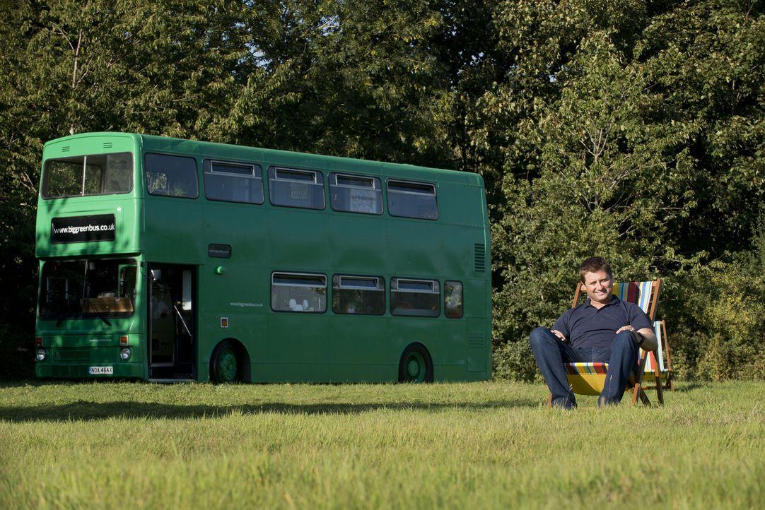 Auf der Suche nach den tollsten Mikrobauten trifft George Clarke diese Woche Tischler Adam, der einen 30-jährigen Doppeldeckerbus in ein luxuriöses... - Bildquelle: Andrew Hasson Andrew Hasson