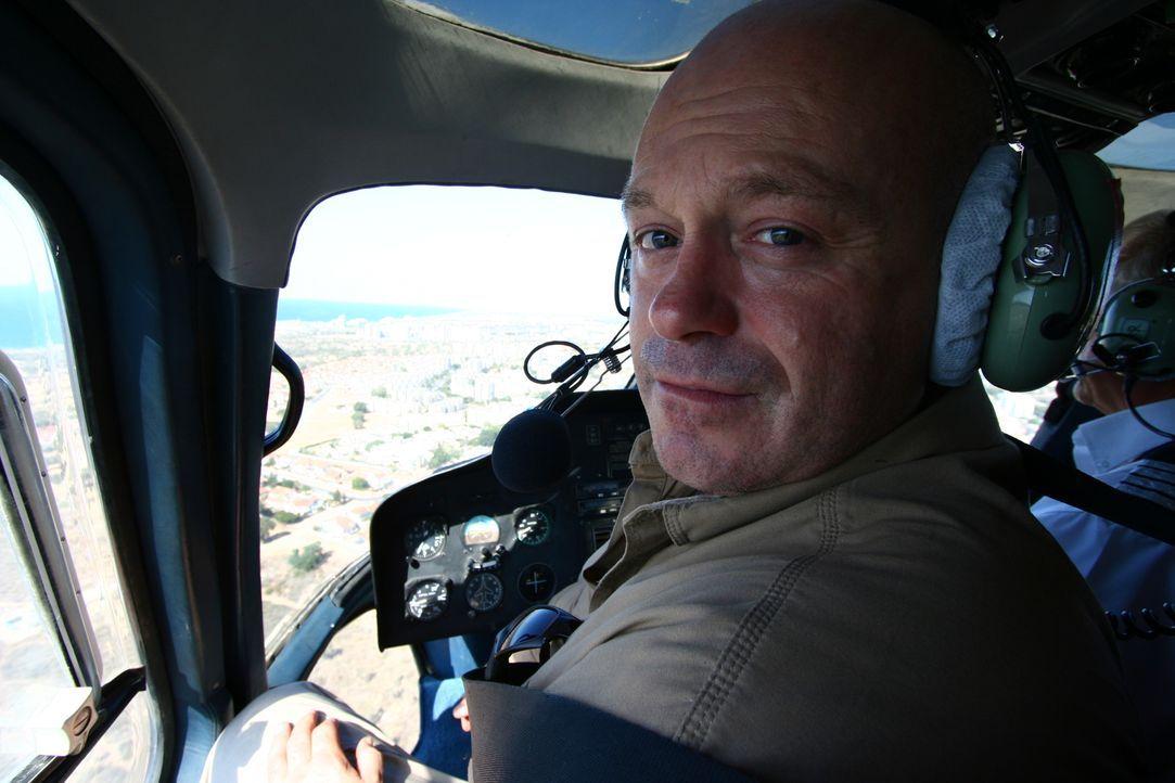 Ross Kemp reist nach Israel: Ein Land, das gespalten ist: Auf der einen Seite die religiösen Fundamentalisten und auf der anderen Seite die weltoffe... - Bildquelle: British Sky Broadcasting 2010