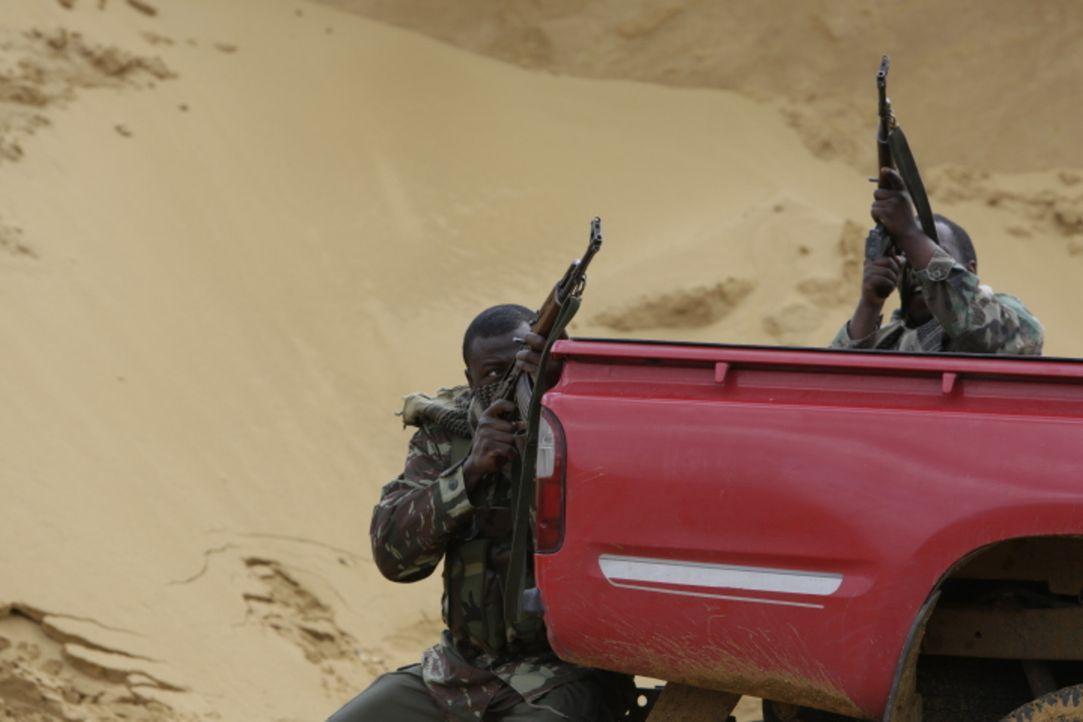 Nachdem in der US-Botschaft in Nairobi ein Blutbad durch mehrere Selbstmordattentäter verursacht wurde, nutzt die CIA hochtechnologische Methoden, u... - Bildquelle: WMR