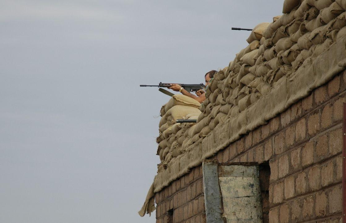 Bevor neun Soldaten der britischen Spezialeinheit SAS im Jahr 1972 von einer Geheimoperation im Arabischen Golf nach Hause zurückkehren konnten, wur... - Bildquelle: James Leigh 2008 DANGEROUS FILMS