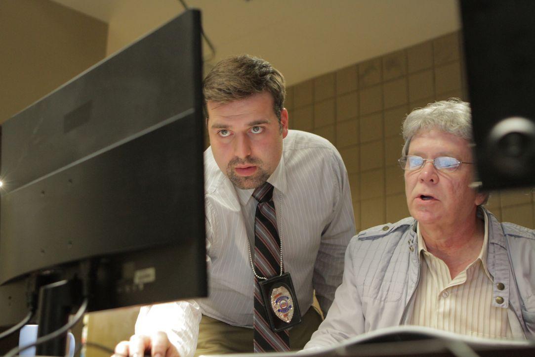 Inspector Bajat (l.); Tom Shunick (r.) - Bildquelle: Ian Watson Arrow International Media/Saloon Media Inc / Ian Watson