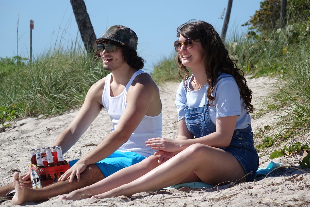 Noch haben Lori (r.) und ihr Freund Phillipe (l.)  viel Spaß auf den Bahamas, doch dann verschwindet die 32-Jährige spurlos. Wurde die junge Frau Op... - Bildquelle: Alvaro Acosta Cineflix 2014