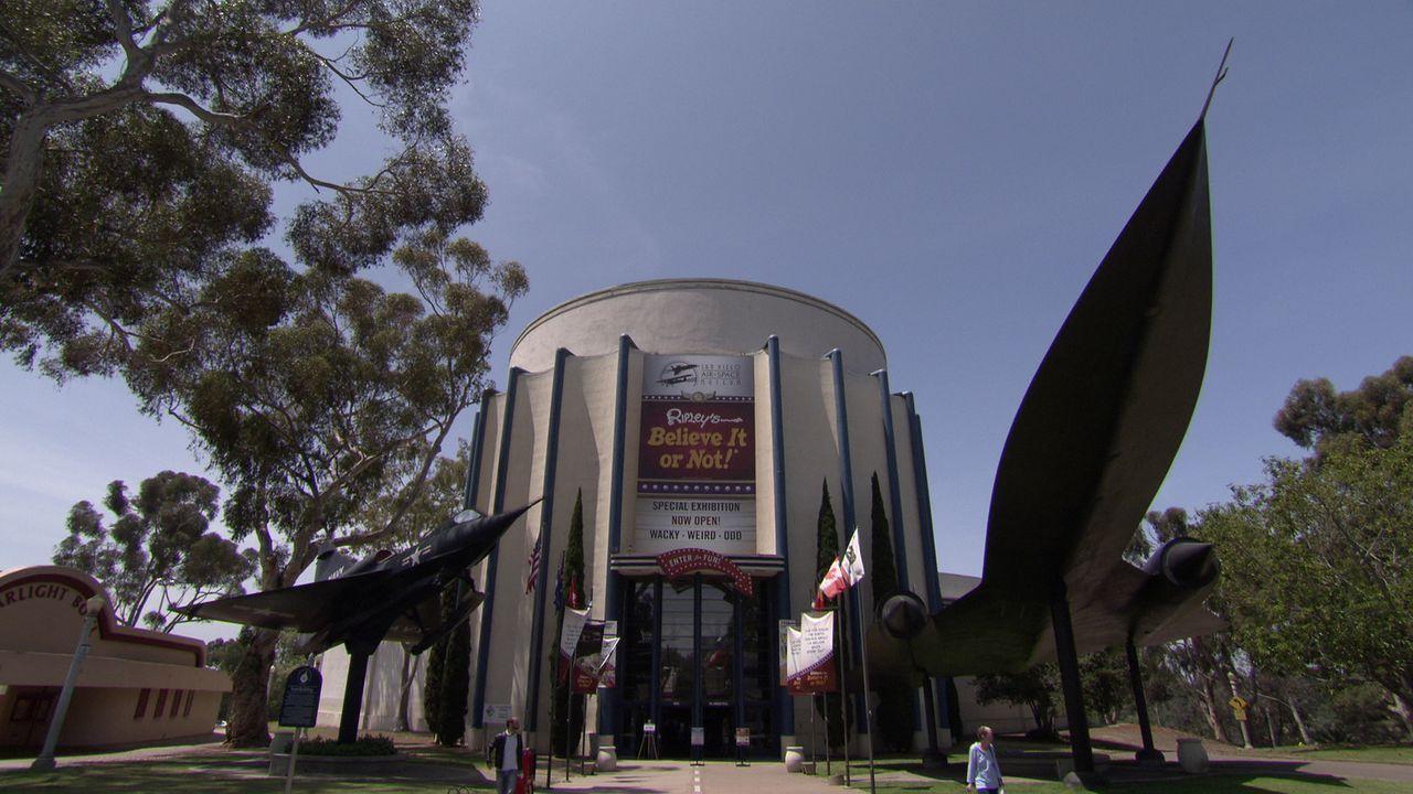 Im San Diego Air & Space Museum Exterior 1 geht Don Wildman Geheimnissen auf die Spur ... - Bildquelle: 2014, The Travel Channel, L.L.C. All Rights Reserved.