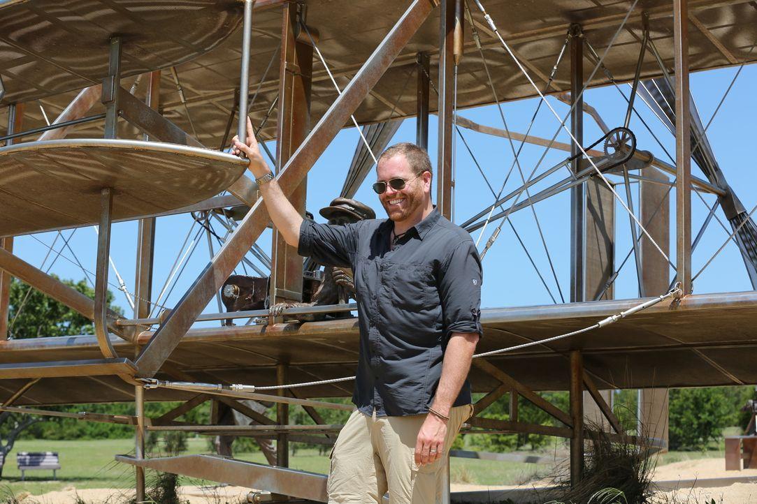 Der Archäologe Josh Gates geht auf Spurensuche und befasst sich mit der unglaublichen Geschichte des gefürchteten Piraten Blackbeard. Währenddessen... - Bildquelle: 2015,The Travel Channel, L.L.C. All Rights Reserved