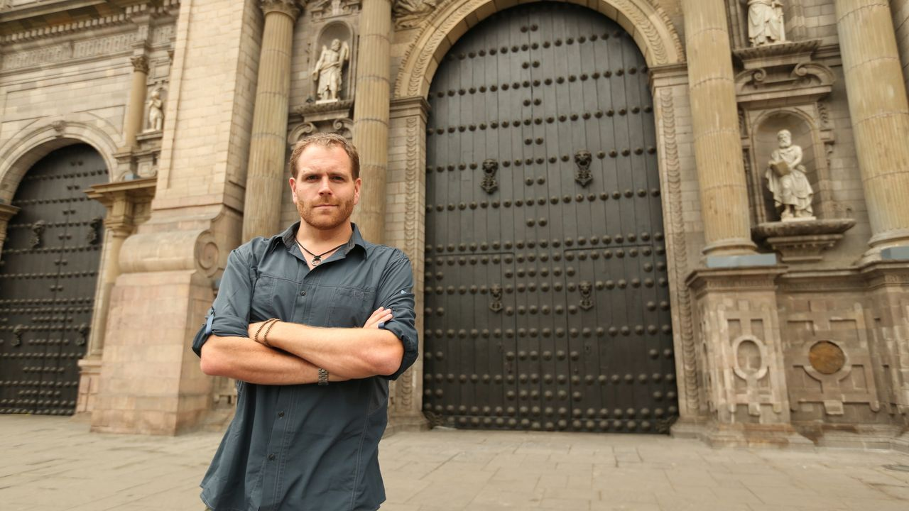 "Auf der Suche nach Eldorado, der legendären ""Stadt aus Gold"", macht Josh Gates Halt bei der Kathedrale von Lima in Peru ... - Bildquelle: 2015, The Travel Channel, L.L.C. All Rights Reserved."